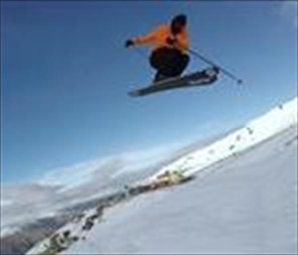 ボビー・ブラウンがニュージーランド カードローナスキー場に登場!